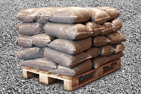 Plastsekkene er produsert i klar plast, fåes i liten eller stor størrelse.